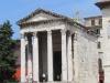 Пула. Храм Августа